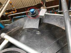 UG03反射式超聲波液位傳訊器安裝於廢水儲存桶1